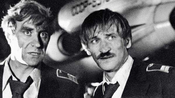 Васильев и Филатов в сцене из фильма Экипаж