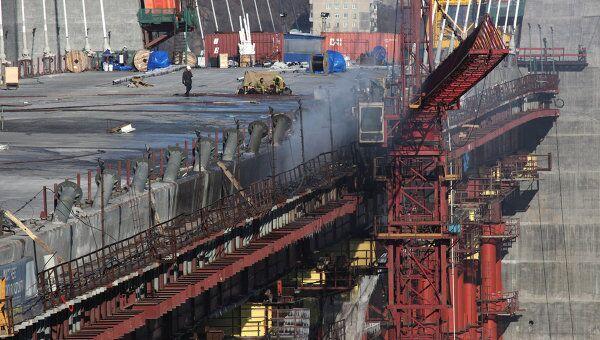 Последствия пожара на строящемся мосту во Владивостоке