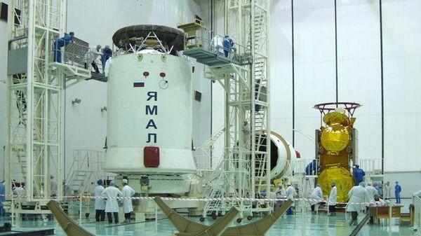 Спутник связи Ямал-201, принадлежащий компании Газпром - Космические системы