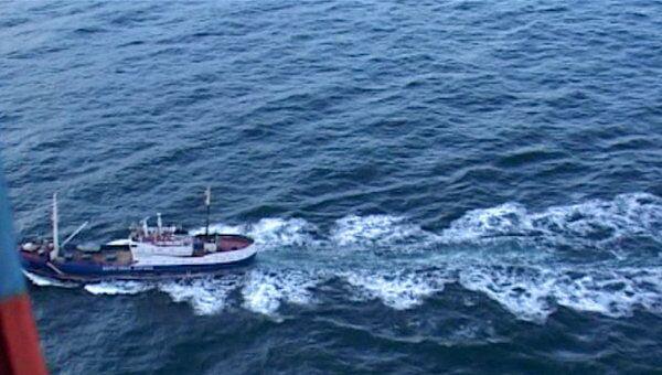 Спасатели ищут моряков в проливе Лаперуза. Съемки с вертолета