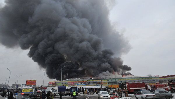 Пожар на складах с одеждой в Екатеринбурге
