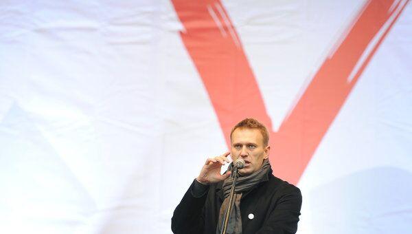 Блогер Алексей Навальный выступает перед собравшимися на митинге оппозиции За честные выборы. Архив