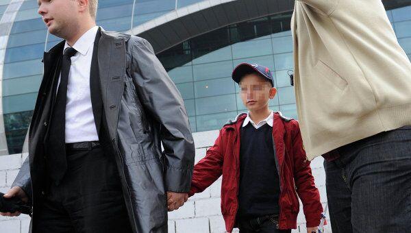 Брошенный приемными родителями в Доминиканской Республике Денис Хохряков вернулся в Россию