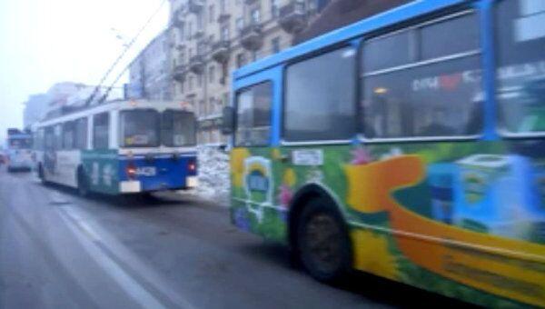 Движение троллейбусов было нарушено из-за сугробов в центре Москвы