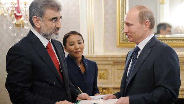 Председатель правительства России Владимир Путин и министр энергетики и природных ресурсов Турции Танер Йылдыз во время встречи в Москве