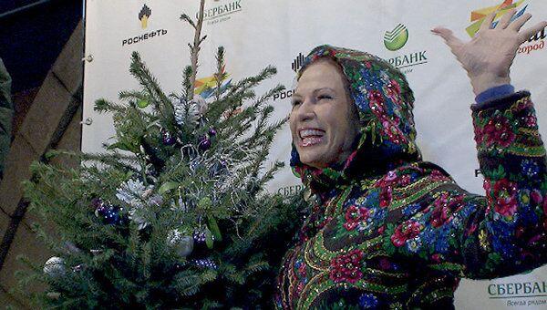 На лазерное шоу Эвелина Бледанс нарядилась ярче новогодней елки
