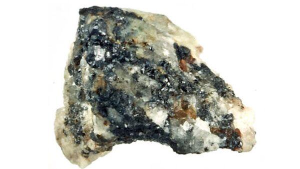 """Природный квазикристалл из российских Корякских гор прилетел на Землю на """"борту"""" метеорита"""