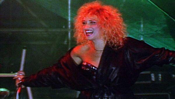 Ирина Аллегрова исполняет песню Не улетай, любовь. 1991 год