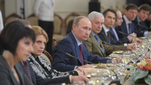 Премьер-министр РФ В.Путин встретился с руководителями СМИ