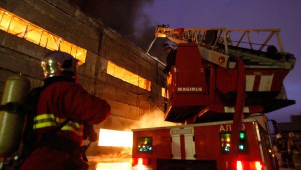Пожар на территории предприятия в Петербурге. Архивное фото