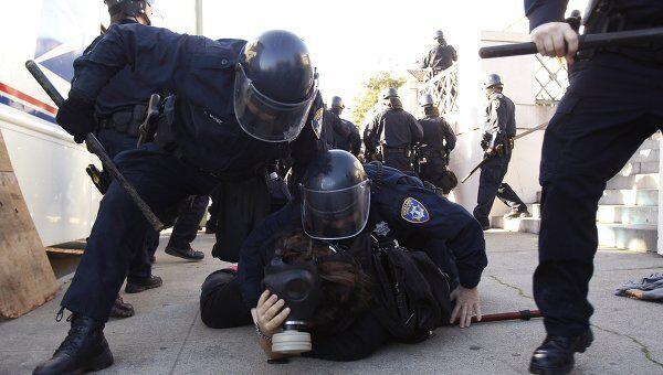 Аресты участников акции Захвати Уолл-стрит в Окленде