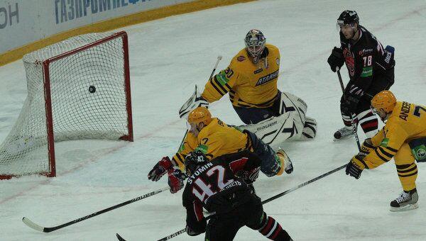 Омский Авангард обыграл хоккеистов Атланта в домашнем матче КХЛ