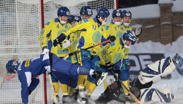 Хоккеисты сборной Казахстана по бенди