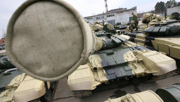 Подготовка военной техники к параду в военном городке в Екатеринбурге