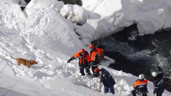 Больше 70 спасателей будут задействованы в поиске туристов, попавших под лавину в КБР