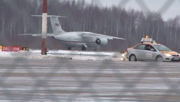 Пассажирский самолет с поломкой шасси успешно сел в Петербурге