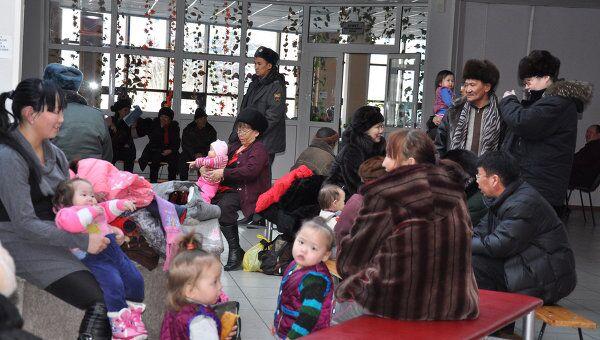 Эвакуационный пункт, где собрались жители Кызыла после землетрясения