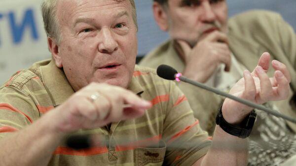 Художественный руководитель программы Смешарики Анатолий Прохоров (на переднем плане)