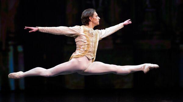 Солист Лондонского Королевского балета Сергей Полунин исполняет па-де -де из балета Петра Чайковского Спящая красавица