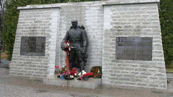 Монумент Воину-освободителю Бронзовый солдат