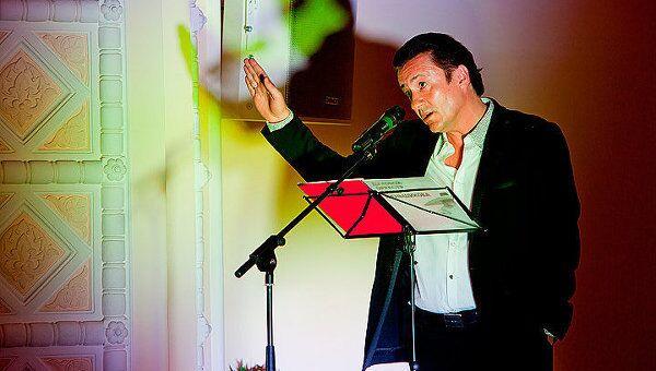 Олег Меньшиков во время спектакля Оркестр мечты.