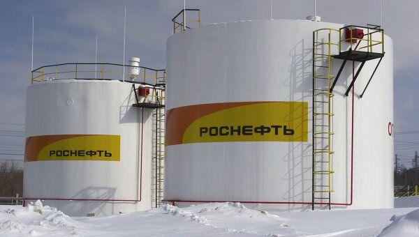 Нефтеперерабатывающий завод в Новокуйбышевске. Архив