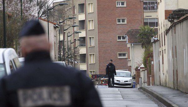 Дом в Тулузе, где укрылся подозреваемый в стрельбе