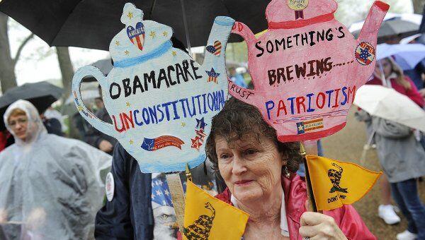 Несколько сотен человек собрались в субботу у здания Капитолия в центре Вашингтона, чтобы выразить протест против реформы здравоохранения США