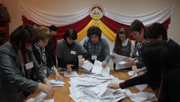Подчет голосов после выборов президента Южной Осетии. Архив