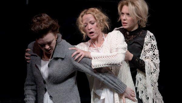 Сцена из спектакля Три сестры Небольшого драматического театра, Санкт-Петербург
