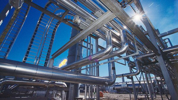 Первичная переработка нефтяного сырья на НПЗ России составила 19,57 миллиона тонн