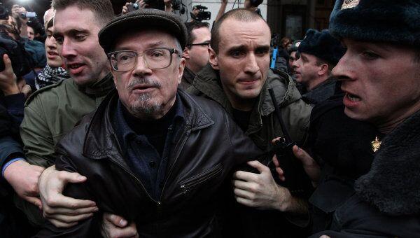 Один из лидеров движения Другая Россия Эдуард Лимонов на несанкционированной акции в защиту 31-й статьи Конституции. Архив