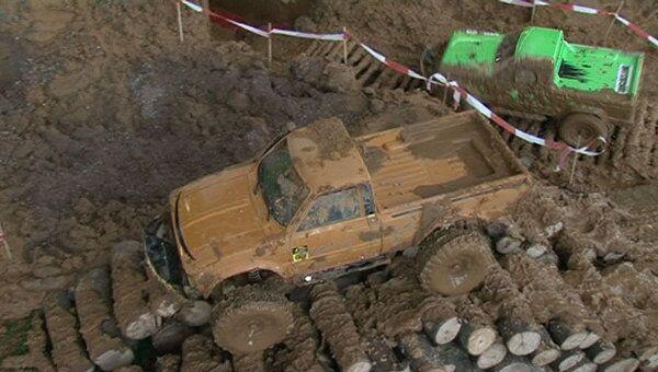 Гонки в грязи и пилотаж на батарейках. В Москве открылась выставка хобби