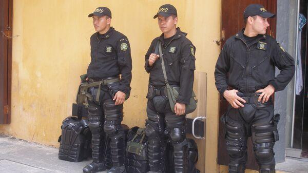 Полиция Колумбия патрулирует улицы Картахены. Архив