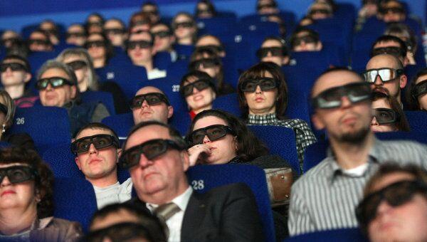 Зрители сидят в кинозале IMAX. Архив