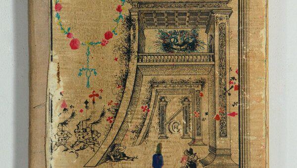 Обложка книги Льюиса Кэролла Алиса в стране чудес. Архивное фото