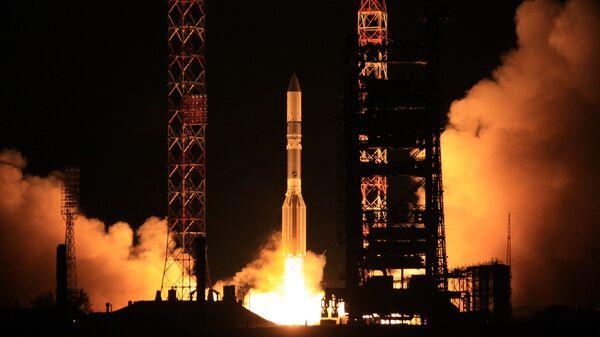 Пуск ракеты Протон-М со спутником. Архивное фото