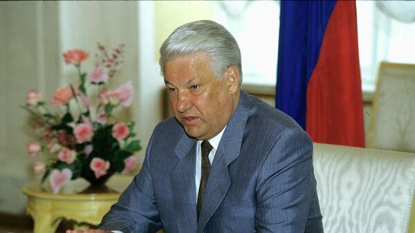 Б.Н.Ельцин на пресс-конференции перед визитом в США