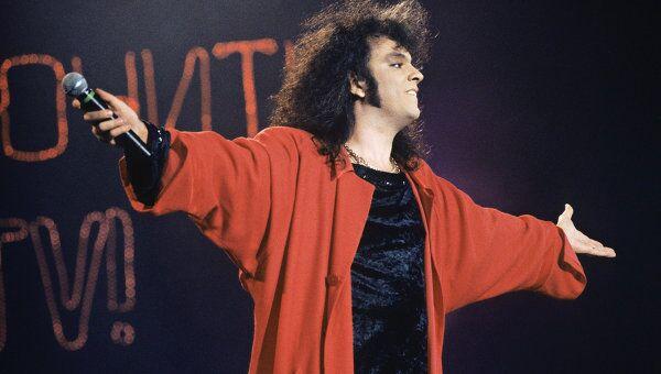 Выступление Филиппа Киркорова в 1995 году.