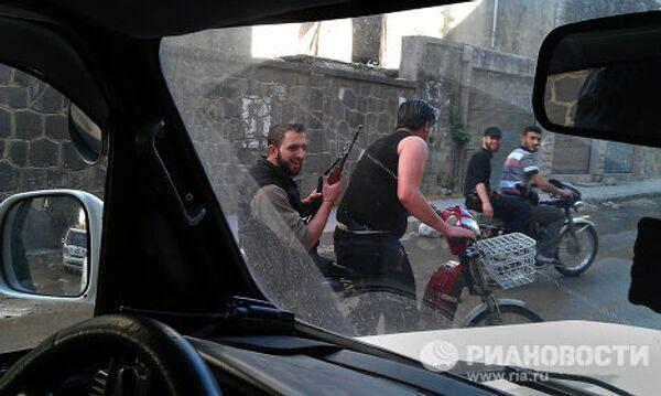 Повстанцы патрулируют улицы района аль Халидия
