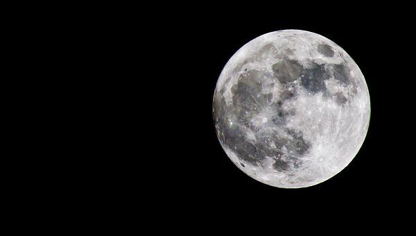 Луна, архивное фото