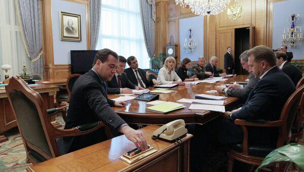 Д.Медведев проводит совещание по реализации поручений президента РФ