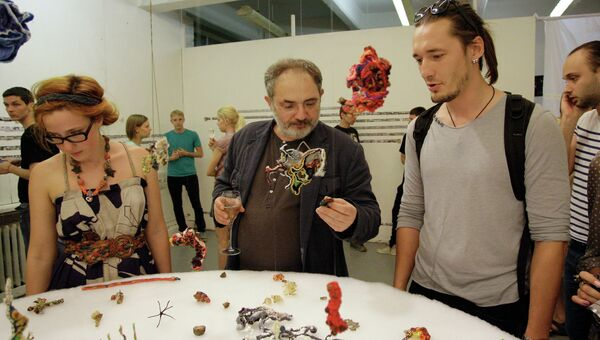 Директор Пермского музея современного искусства PERMM Марат Гельман (в центре) на выставке Icons