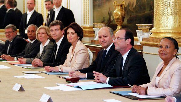 Новый кабинет министров Франции на первом заседании под председательством Франсуа Олланда
