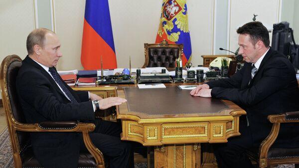 Президент РФ В.Путин провел встречу с сотрудником Уралвагонзавода И.Холманских