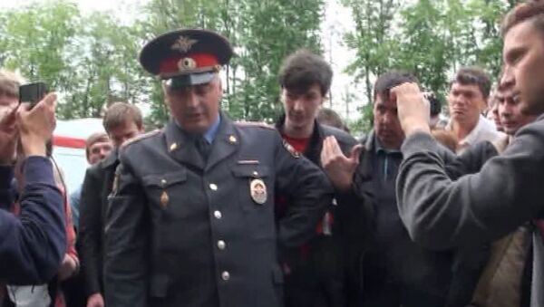 Два участника народных гуляний  задержаны за раздачу листовок в Москве