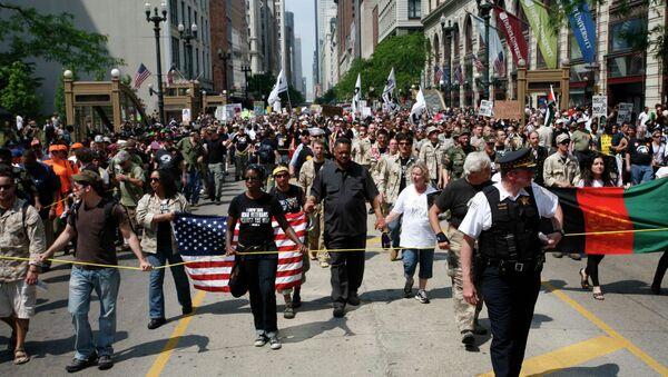 Тысячи демонстрантов протестуют против саммита НАТО в Чикаго
