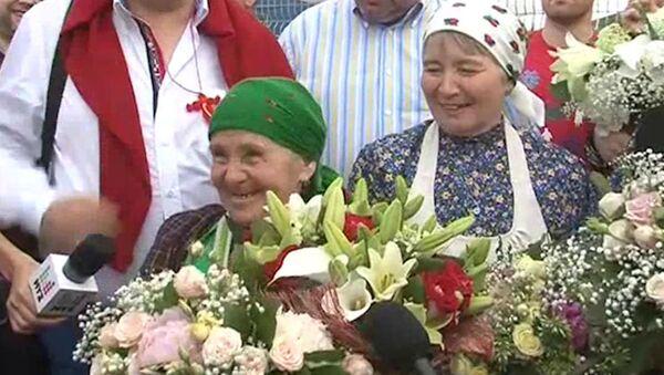 Бурановская Пугачева рассмешила поклонников в аэропорту Москвы