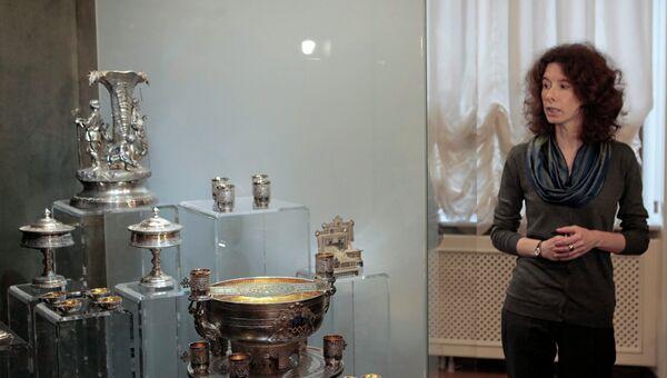 Пресс-показ предметов клада, найденного при реставрации особняка Нарышкина в Константиновском дворце