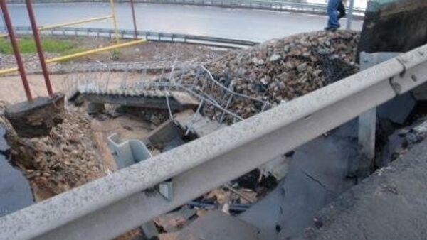 Сильный ливень обрушил часть моста и затопил дороги в Ярославле